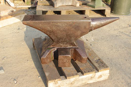 # 3155.1 - very nice vintage hand forged german anvil with 161kg marked = 354 lbs , very slightly rust pitted . no repairs in all original condition
