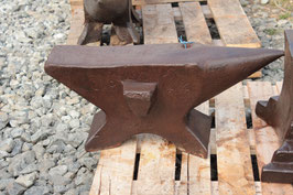 # 2324 - espectacular antique french anvil dated 1844 , about 250 lbs