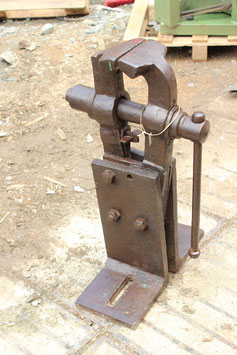 # 3534 - nice big forged german vise in proper working condition