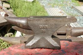 # 3310 - belgian UAT 30 kg anvil - weight 66 lbs - nice original working condition