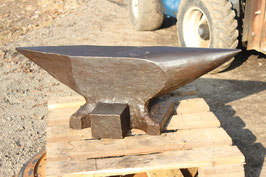 # 3409.2 - EXCELLENT CONDITION FIRMINY ANVIL , DATED 1922 WITH 136 KG MARKED = 299 LBS , ORIGINAL TOP CONDITION