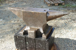 # 3281 - GIANT Söderförs anvil with 295 kg marked = 649 lbs , dated 1919