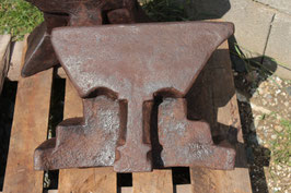 # 2428 - antique german museum collectors piece of an anvil - 2 hardy - ONE BULLET HARDY pattern  ( 3rd foto )