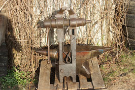 # 2754 - GIANT LEGVISE 176 lbs weighed , forged , very decorative preserved working condition