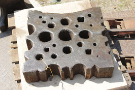 # 2546 - very large german swage block with 20 x 20 x 4,8 inches , around 350 lbs , versatile pattern