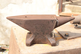 # 2443 - vintage PFP Peddinghaus anvil with 20 kg marked = 44 lbs . very nice in shape - only surface rust