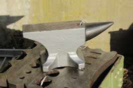 # 2696 - PEDDINGHAUS anvil with 30 kg marked = 66 lbs , near mint condition . had been painted