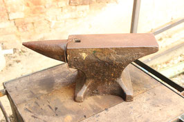 # 2063 - nice condition single horn table anvil with 28kg / 62 lbs