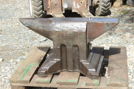"# 3345 - vintage austrian "" HERKULES "" anvil with 162 kg marked = 356 lbs - nice original condition - remains of paints"
