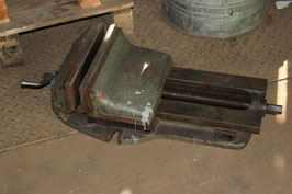 # 1767 - monster size machinist vise - more than 12 inch jaws !!