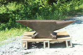# 3555 - vintage French FIRMINY anvil with 197 kg marked = 433 lbs