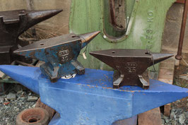 #2254 - PFP table anvil marked 20 kg / 44 lbs