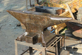 # 2867 - vintage german double horn anvil  , forged ,  marked 254 kg = 559 lbs , remains of the original paint