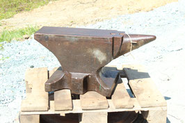 # 3505 - vintage forged single horn anvil , forged , weighed 436 lbs , remains of paints , in very nice condition , very minor wear , original without repairs