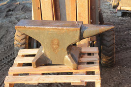 # 3051 - HPW vintage german forged single horn anvil with 204 kg marked = 449 lbs - minor signs of use for an heavy duty anvil , flat face , very much potential