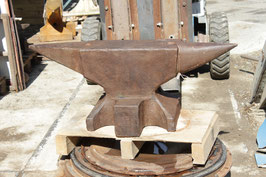 # 2889 - nice fat german heavyweight anvil with 617 lbs weighed , good original condition