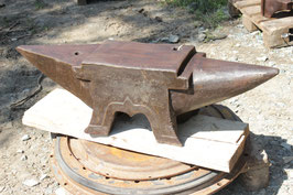 # 2940 - TOP RARE OCCASION : french monster size 4 foot anvil . marked 235 kg = 517 lbs - size 42x8,3x12 inches , probably a Claudinon , dated 1868 ?