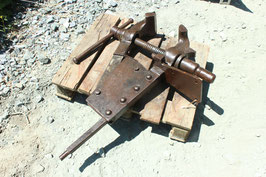 # 3578 - SUPERSIZE forged german vise in top working order , weighed 155 lbs