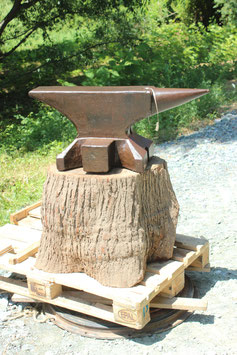 # 3575 - vintage forged german FWDS anvil with 242 kg marked = 532 lbs