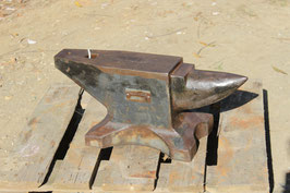 # 2901 - very rare vintage military russian anvil with about 220 lbs . in very nice original condition
