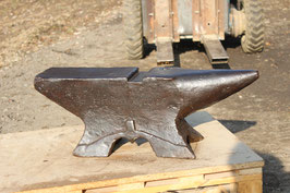 """# 3409.3 - antique french collectors museum anvil marked """" FUSEILLIER A TOURS """"  , dated 1816 , marked 121 kg = 266 lbs , rare tool slot"""