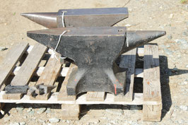 # 2990 - very good german anvil with 110 kg = 242 lbs , incl. hardys