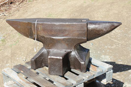 # 2799 - VINTAGE SWISS WING STYLE ANVIL WITH 736 LBS WEIGHED ; FORGED ; VERY NICE CONDITION