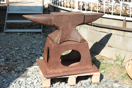 # 2263 - AWESOME ENGLISH XXX size 47 inches double horn - real adult anvil 654,5 lbs - forged with original stand