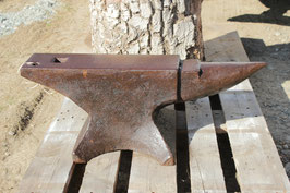 # 2784 - english anvil with 277 lbs weighed