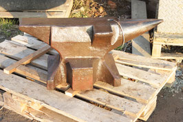 # 3094 - antique big size bavararian anvil , hand forged , dated 1887 , rare pattern with with side and upsetting block , in good to working order