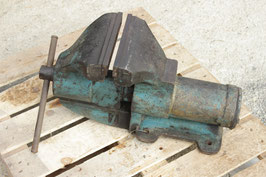 # 2561 - TOP german INDUSTRY around 1930´s , monster size vise 200 mm jaws , nearly 8 inches , around 175 lbs , all in original condition , very good working spinal