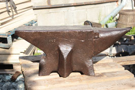 # 2394 - top antique french anvil , about 350 lbs , 18th century , MUSEUM QUALITY