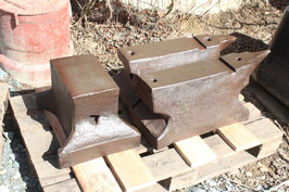 # 3501 - lot of 3 anvils