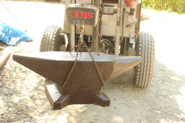 # 3608 - massive French monster size anvil with 673,5 lbs weighed , in very good condition