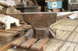 # 3258 - antique Söding Halbach anvil , dated 1900 , about 506 lbs , ORIGINAL condition , NICE FACE , CLEAN EDGES