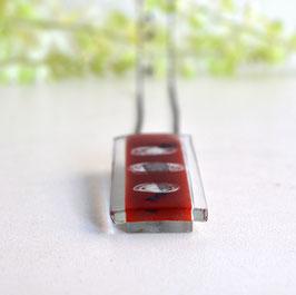 Colgante rectangular rojo con cadena