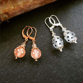 Glasperlen-Ohrhänger Silber oder Rosé gepunktet