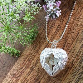 Flügel-Herz Anhänger Silber mit kleinem Herz