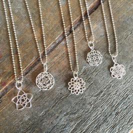 Halskette mit Ornament-Anhänger 925-Sterling-Silber