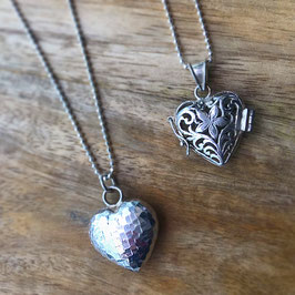Silber-Herzli facettiert und gemustert zum öffnen