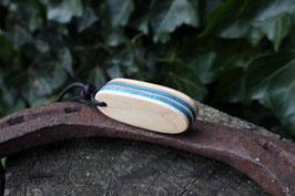 Halskette mit einem Anhänger aus einem alten oder kaputten Skateboard, holzfarbend, blau, Nr. 21