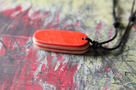 Halskette mit einem Anhänger aus einem alten oder kaputten Skateboard, holzfarbend, rot, weiß, gelb, Nr. 4