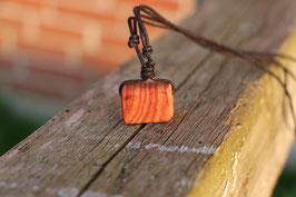 Halskette mit einem Anhänger aus Holz, Nr. 1