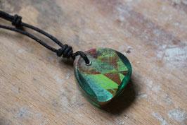 Halskette mit einem Anhänger aus einem alten oder kaputten Skateboard, holzfarbend, gelb, rot, Expoxidharz: grün, Nr. 01
