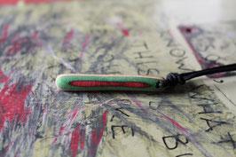 Halskette mit einem Anhänger aus einem alten oder kaputten Skateboard, holzfarbend, rot, grün, schwarz, Nr. 6