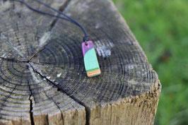 Halskette mit einem Anhänger aus einem alten oder kaputten Skateboard, holzfarbend, grün, mint, Expoxidharz: pink, Nr. 3