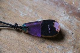 Halskette mit einem Anhänger aus einem alten oder kaputten Skateboard, holzfarbend, schwarz, Expoxidharz: lila, Nr. 03