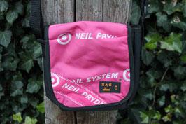 Umhängetasche, klein, schwarz/pink, weiß, Neil Pryde, Unikatnr. 444