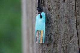 Halskette mit einem Anhänger aus einem alten oder kaputten Skateboard, holzfarbend, Expoxidharz: türkismetallic, Nr. 09