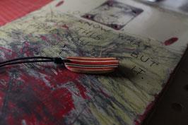 Halskette mit einem Anhänger aus einem alten oder kaputten Skateboard, holzfarbend, rot, grün, Nr. 12